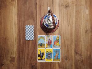 Een korte introductie divinatie voor beginners: het weefsel van het web lezen